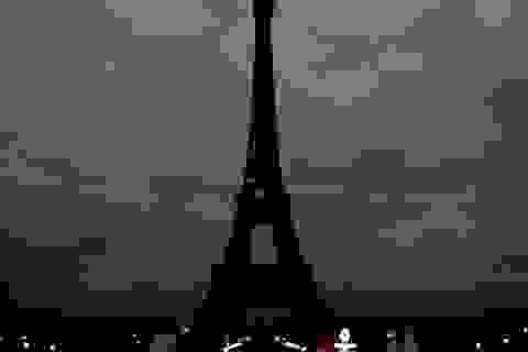 Tháp Eiffel cùng hàng loạt điểm du lịch nổi tiếng của Pháp đóng cửa
