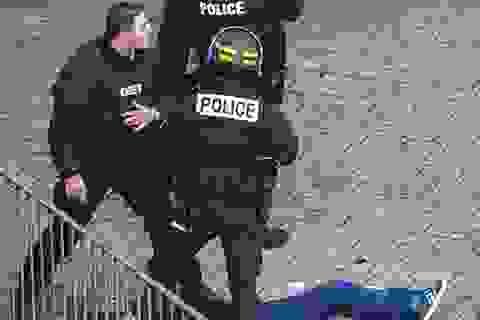 Pháp kết thúc cuộc vây bắt nghi phạm khủng bố: 2 người chết, 7 người bị bắt