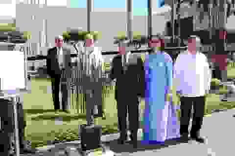 """Việt Nam trao tặng Philippines bức tượng """"Sức sống"""" tại Hội nghị APEC"""