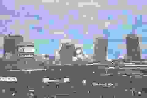 Video: Tòa nhà cao nhất châu Âu đổ sập trong nháy mắt