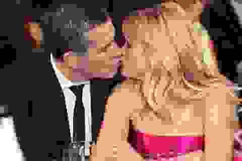 """Những màn """"khóa môi"""" ngọt lịm của các sao trong năm qua"""
