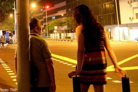 """Khu phố """"đèn đỏ"""" ở Singapore: Những điều trông thấy mà đau"""