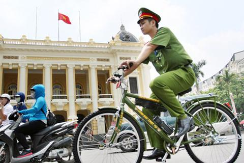 Xe đạp đặc chủng Công an Hà Nội xuống phố