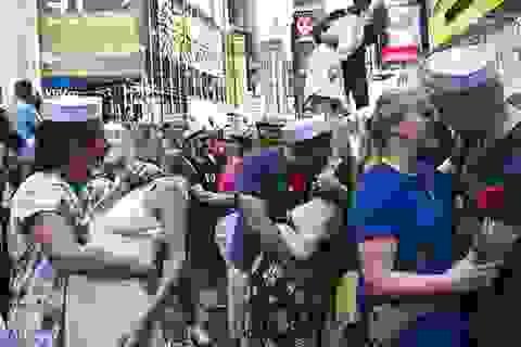 Mỹ: Quảng trường Thời đại ngập tràn những nụ hôn