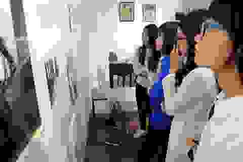 Hàng trăm sinh viên, giảng viên dâng hoa tri ân cố Giáo sư Nguyễn Văn Huyên