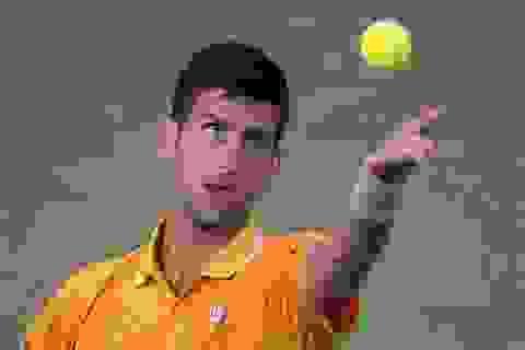 """Djokovic, Serena Williams """"vã mồ hôi"""" vì trận đầu"""