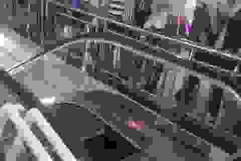 Lại một trường hợp suýt chết vì thang cuốn ở Trung Quốc