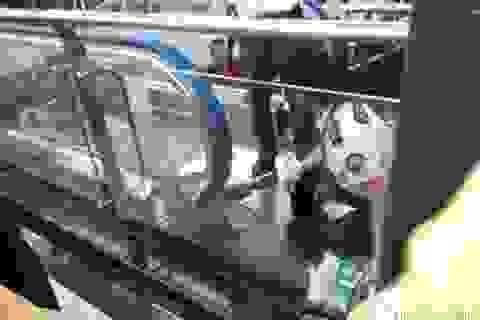 Em bé chết thảm tại Trung Quốc vì thang cuốn