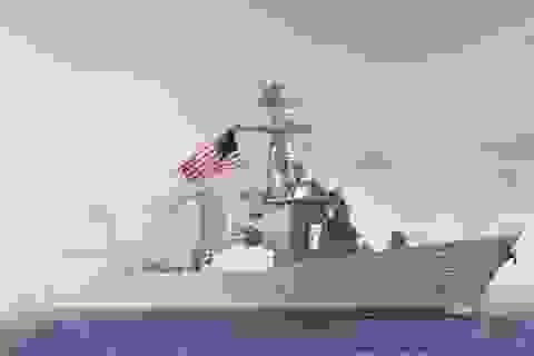 Tàu khu trục Mỹ áp sát đảo nhân tạo do Trung Quốc bồi đắp
