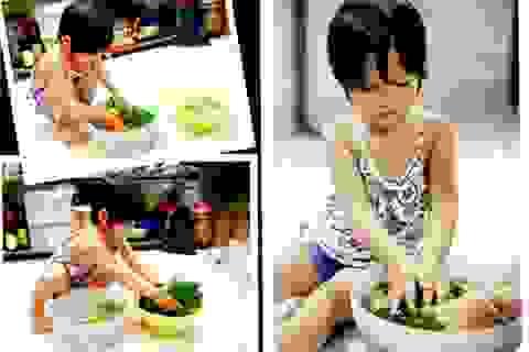 Ngỡ ngàng bé 3 tuổi tự đi siêu thị, xới cơm, dùng dao cắt thịt