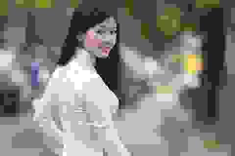 Thiếu nữ dịu dàng giữa khoảnh khắc Hà Nội sang thu