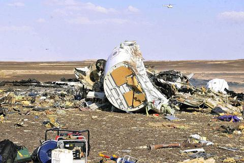 Máy bay Nga chở 224 người vỡ vụn trên sa mạc