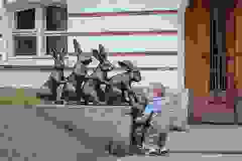 Đáng yêu những em bé có tấm lòng vàng