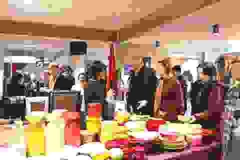 Việt Nam tham gia hội chợ từ thiện ở Ukraine