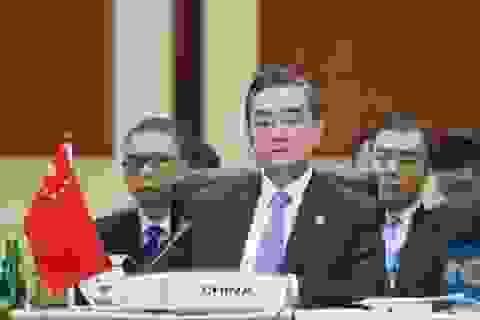 Ngoại trưởng Trung Quốc cảnh báo Mỹ vụ áp sát đảo nhân tạo