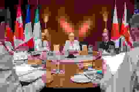 Những bức ảnh cho thấy bà Merkel là ai