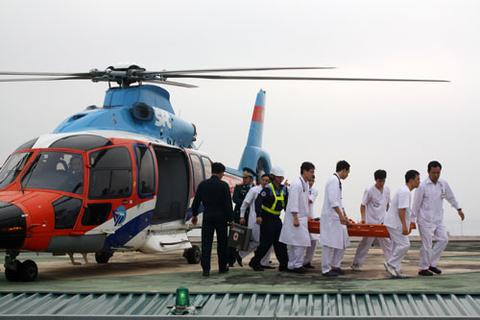 Trực thăng huấn luyện cấp cứu y tế, hạ cánh trên nóc nhà Bệnh viện 108