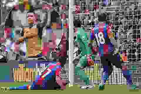 """Arsenal thắng nhờ pha """"đốt đền"""" của đội trưởng Crystal Palace"""
