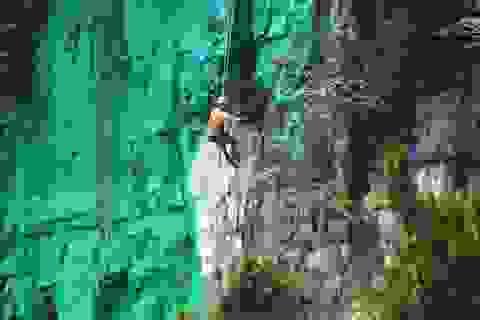 """Trung Quốc sơn màu vách núi theo phong thủy để """"đổi vận"""""""