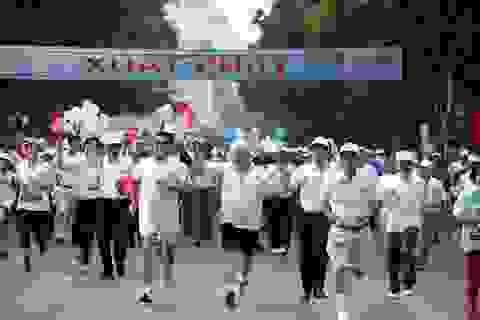 Hơn 1.500 người tham dự Giải chạy Báo Hà Nội mới mở rộng 2015