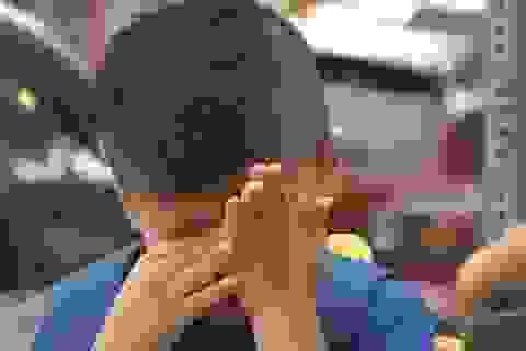 """Bé 4 tuổi bật khóc sau khi """"dũng cảm"""" nói không nhớ mẹ"""