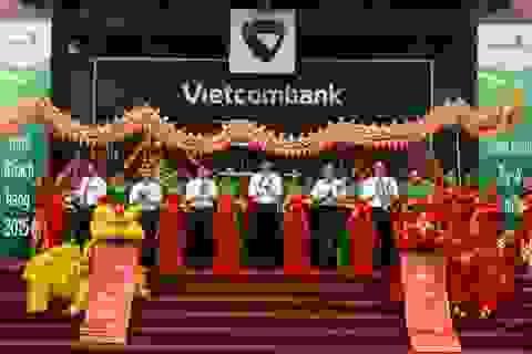 Vietcombank Quảng Bình tổ chức hội nghị khách hàng và khai trương trụ sở mới