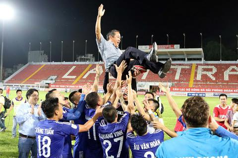 B.Bình Dương giành chức vô địch V-League sớm 2 vòng đấu