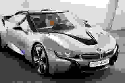 BMW i8 sắp thêm bản mui trần