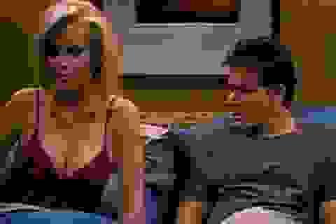 """Bạn diễn run rẩy nhớ lại chuyện đóng cảnh """"yêu"""" cùng Charlie Sheen"""