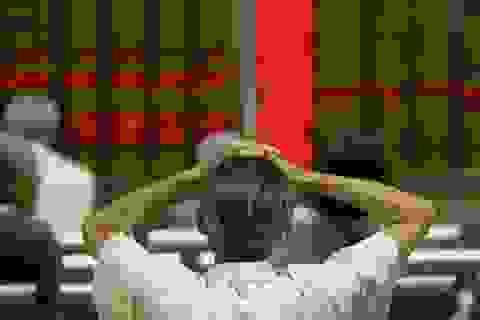 """""""Cơn lốc"""" tràn qua chứng khoán Trung Quốc, cuốn 3.000 tỷ USD"""