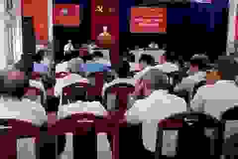 Đà Nẵng: Cử tri ngủ gục, chỉ hai người phát biểu