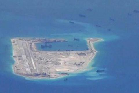Mỹ tố Trung Quốc tăng tốc xây đường băng trên đảo nhân tạo ở Trường Sa