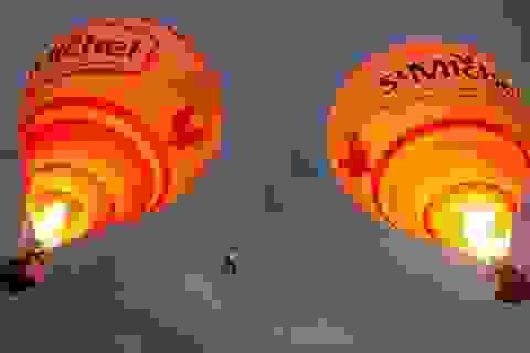 Ấn tượng qua ảnh: Đi trên dây giữa 2 khinh khí cầu