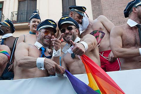 Tây Ban Nha kiếm bẫm nhờ du khách đồng giới