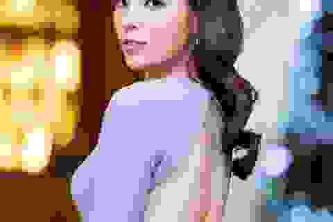 Kỳ Duyên táo bạo diện váy hở lưng giữa trời đông Hà Nội