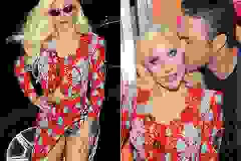 Lady Gaga hở cả nội y khi đi chơi cùng bạn trai