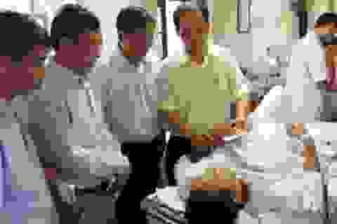 Đoàn công tác Bộ LĐ-TB&XH thăm hỏi các nạn nhân sau sự cố sập nhà cổ tại Hà Nội