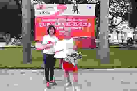 Cụ ông gần 80 tuổi chinh phục thử thách chạy vòng quanh Hồ Tây