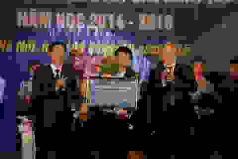 Sinh viên xuất sắc ĐH Xây dựng nhận giải thưởng 110 triệu đồng