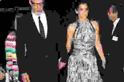 Sandra Bullock công khai sánh đôi cùng bồ trẻ dự lễ ra mắt phim mới