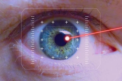 Mắt mờ vì tia laser từ đồ chơi