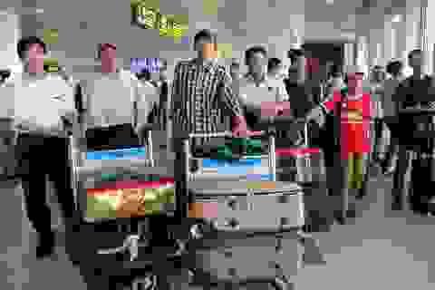 14h ngày 17/11, 13 lao động VN từ Algeria đã về tới Nội Bài