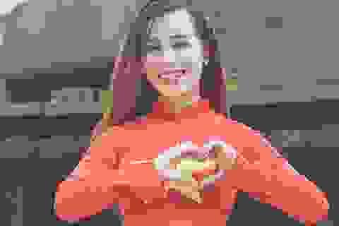 Nữ sinh Hà thành rạng rỡ trong tà áo dài cờ đỏ sao vàng