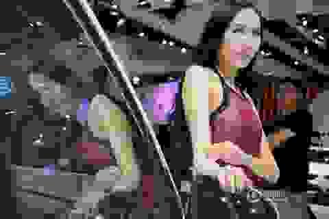 Trung Quốc: Hậu trường khó tỏ của người mẫu ô tô quyến rũ
