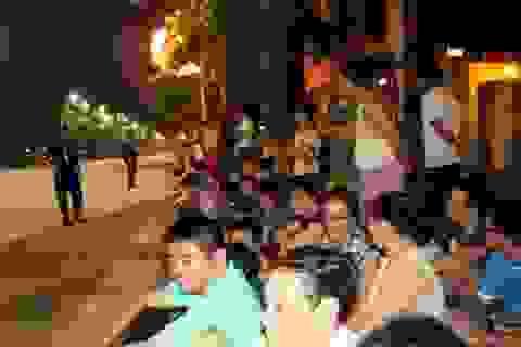 Hàng vạn người háo hức chờ xem đoàn diễu binh