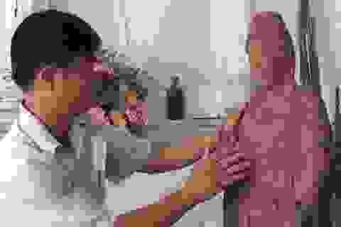 """""""Nghệ nhân"""" trẻ tuổi chuyên trạm khắc tượng Phật bằng gỗ"""