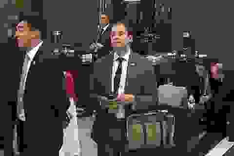 Sốc với người đàn ông bí ẩn đứng nghe lỏm Obama-Putin hội đàm