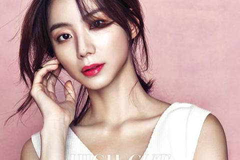 """""""Bà xã"""" Bae Yong Joon lui về ở ẩn sau khi kết hôn"""