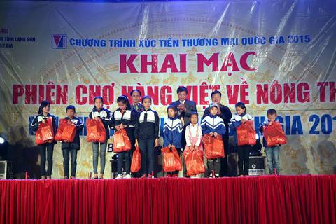 Khai mạc Phiên chợ hàng Việt về nông thôn tại huyện Bình Gia