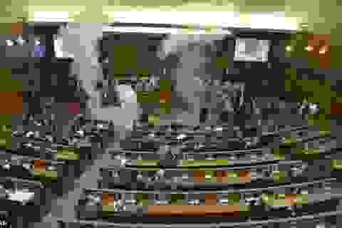 Nghị sĩ xịt hơi cay náo loạn cuộc họp Cơ quan lập pháp Kosovo